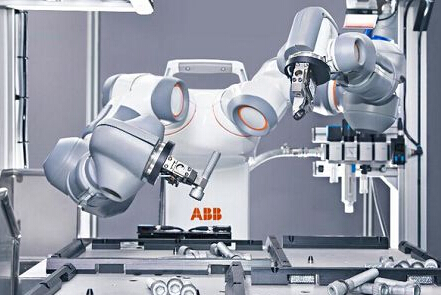 ABB成功研究推出人机协作双臂机器人YuMi